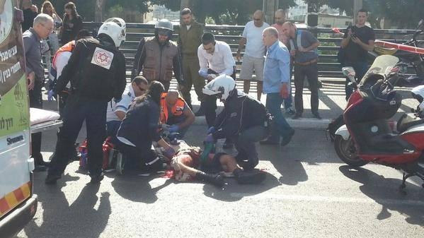 Terrorista palestinese accoltella soldato israeliano