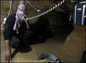 Un tunnel del terrore sotto il suolo di Gaza, con elettricità e linea telefonica