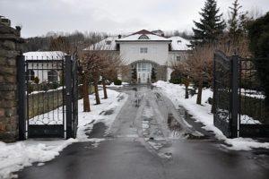 Ingresso del campo di concentramento di Gusen (Austria), ora villetta abitata a pochi metri dal crematorio