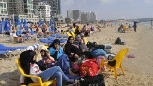 Donne arabe musulmane sulle spiagge di Tel Aviv