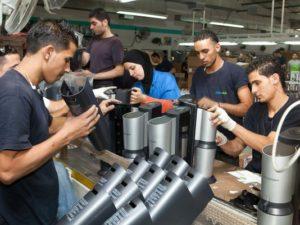 Lavoratori palestinesi in una azienda israeliana
