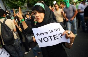 Donna iraniana manifesta