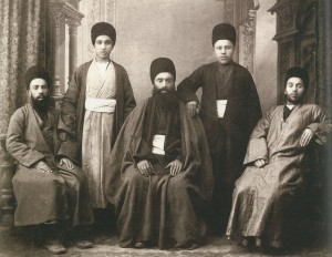 un gruppo di amici jadidim. I loro vestiti non li fanno riconoscere rispetto al resto della popolazione musulmana