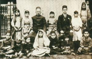 Cerimonia di fidanzamento. Per anticipare ed evitare matrimoni coi musulmani i genitori promettevano in matrimonio i figli in giovanissima età.