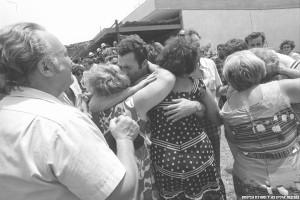 Gli ostaggi atterrano sani e salvi a Tel Aviv